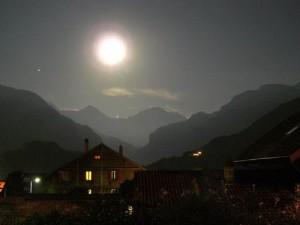 Luna llena en las montañas. Fuente: http://www.panoramio.com/photo/28710742